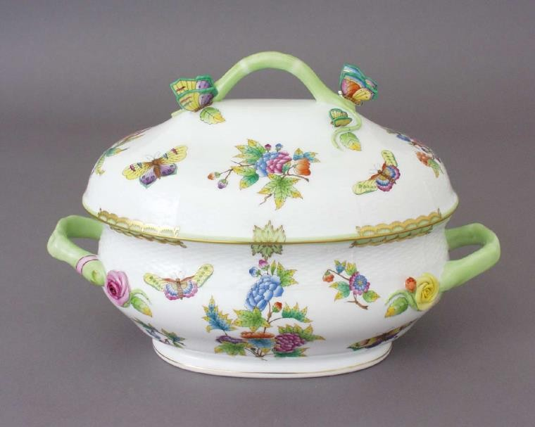 Soup tureen, butterfly knob - Queen Victoria (6 QT)