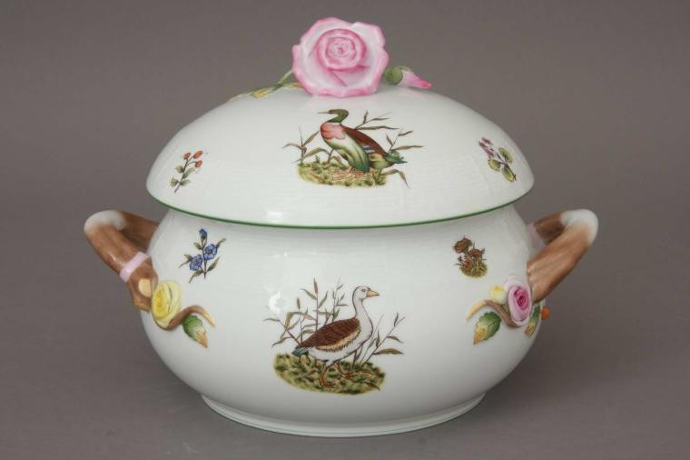 Soup tureen, rose knob - Hunting Trophies