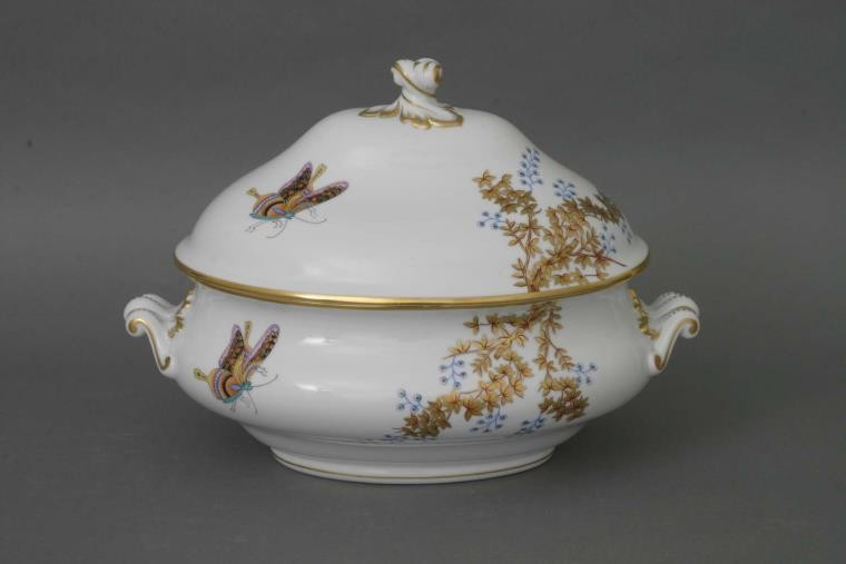 Soup tureen, branch knob - Butterfly and Bamboo