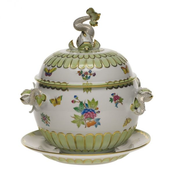 Soup tureen, with platter, dolphin knob - Queen Victoria