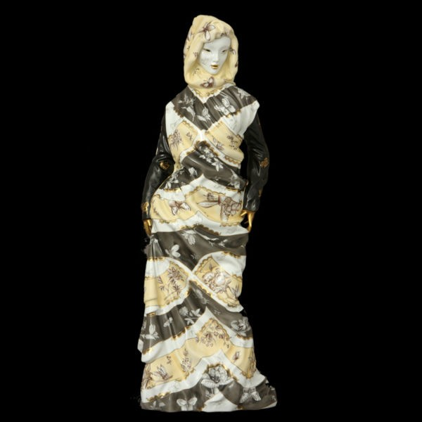 Standing woman with a shawl - Limited Edition (10 pcs.)
