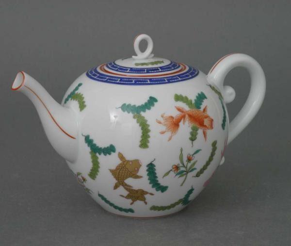 Teapot, dolphin knob - Chinese FIsh