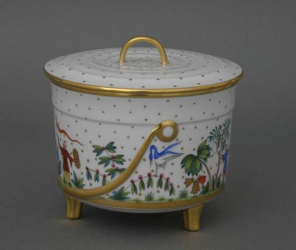 Biscuit box, branch knob - Oriental Showmen