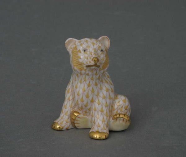Bear, sitiing