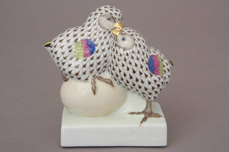 Pair of chicks on egg - Assorted Decors
