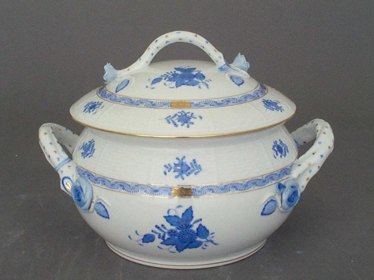 Soup tureen, branch knob - Chinese Bouquet Blue