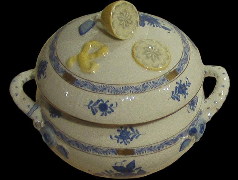 Soup tureen, lemon knob - Chinese Bouquet Blue