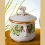 Creamcup, strawberry knob