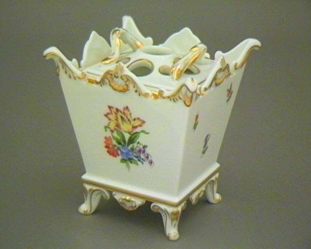 Flowerpot, with pierced lid