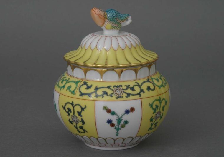 Vase, lizard knob