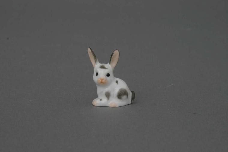 Bunny, sitting miniature