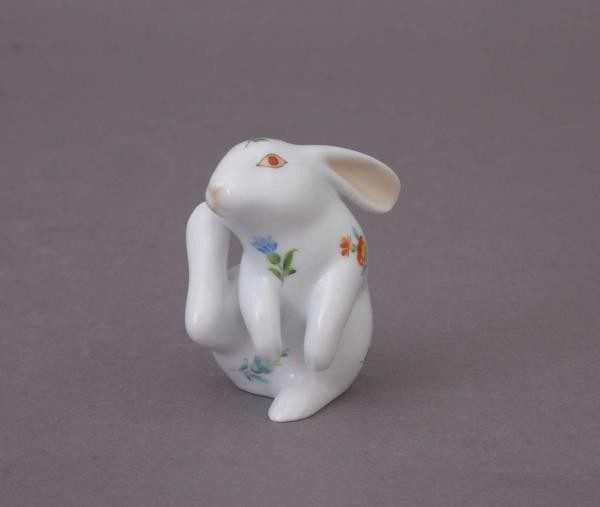 Scratching Bunny - Assorted Decors