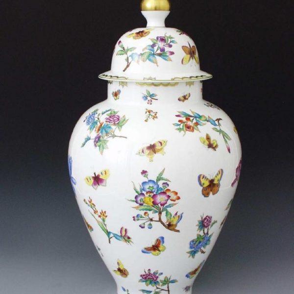 Victoria Vase, button knob
