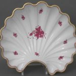 Large Shell on feet - Assorted Decors
