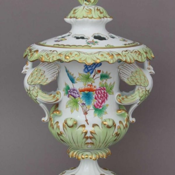 Fancy vase, with lid