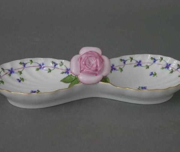 Double fancy dish, with rose