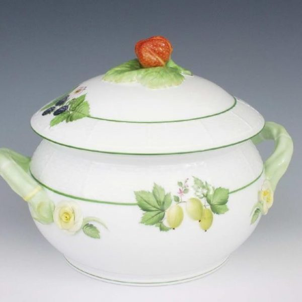 Soup tureen, strawberry knob - Fruits of Forest