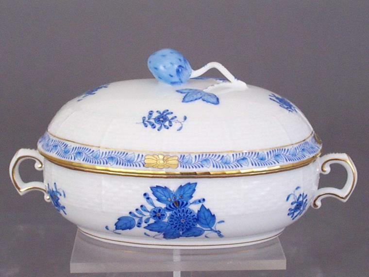 Jam pot, strawberry knob - Chinese Bouquet Blue