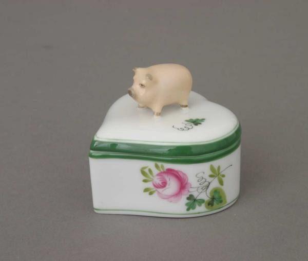 Fancy box, heart-shaped, pig knob