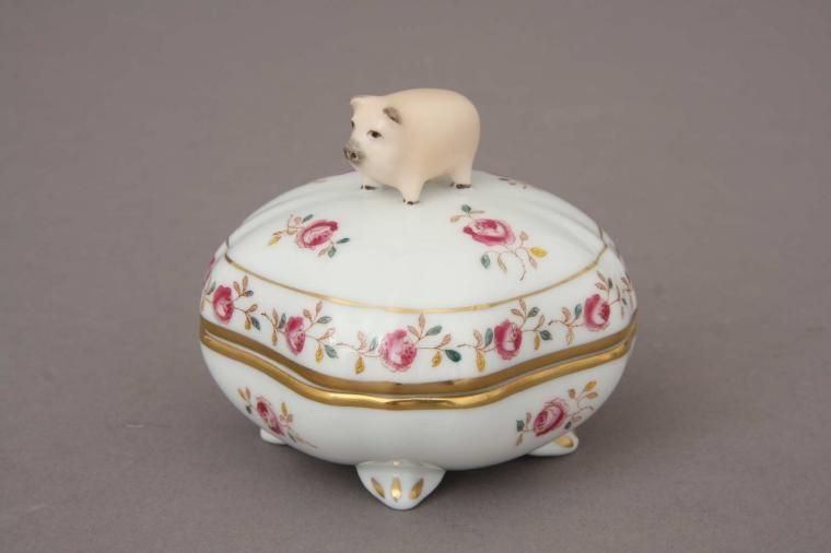 Bonbonniere, pig knob