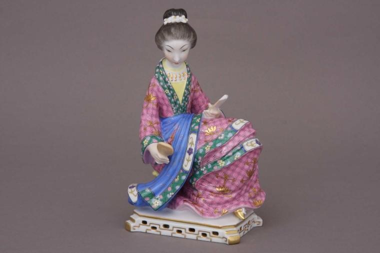 Geisha, sitting