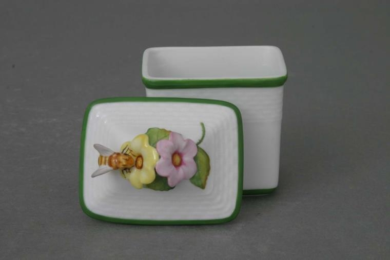 Small Box w. Honey knob