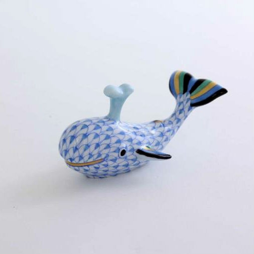 Baby whale with spout - Fishnet Blue