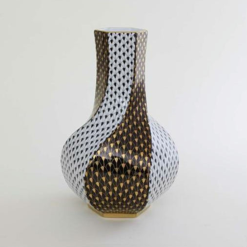 Herend Fishnet Vase - Black & Gold