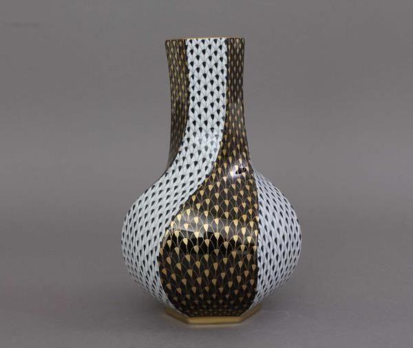 Herend Fishnet Vase - Black & Gold