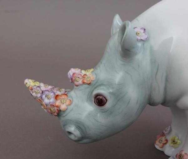 Rhino, large - Gold Fishnet with Flower ornaments