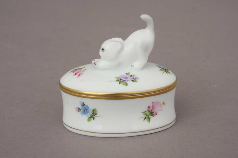 fancy-boxstretching-cat-finial-kimberly