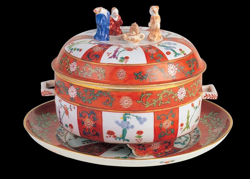 Godollo Tea Box with Mandarin Knobs