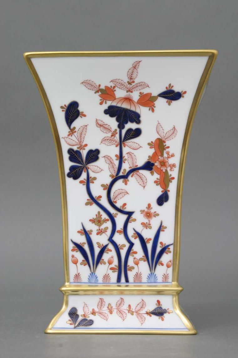 Canton design is painted inChinoiserie and Oriental Style andonly paintedand signed by Master Painters