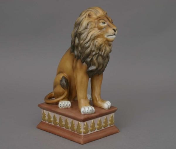 15225-0-00 MCD-2 15225-0-00 MCD Lion on Pedestal - Matt Natural Herend Animal Figurine