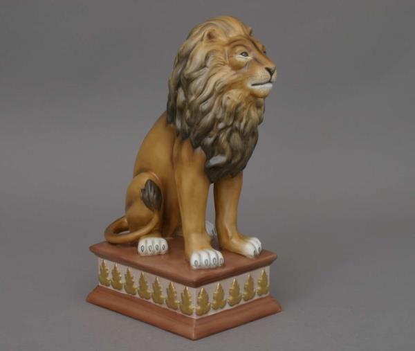 15225-0-00 MCD-2 15225-0-00 MCD Lion on Pedestal - Matt Natural Herend Animal Figurine