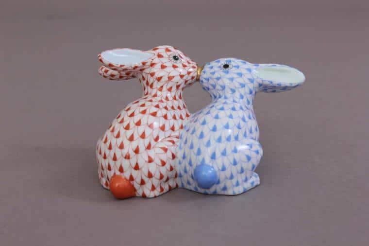 05731-0-00 VH+VHB Kissing Bunnies Figurine