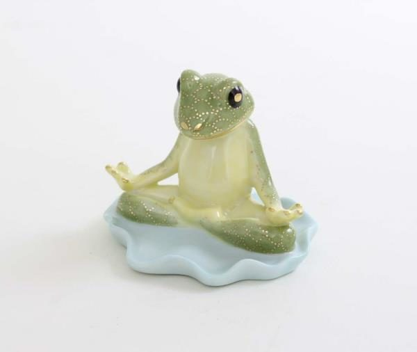 "Herend Yoga Fog CO-V1 05759 Hand painted CO-V1  Masterpiece exclusively at Herend Canada wth world - wide shipping Herend porcelain from Hungary, handmade and handpainted with 24K gold accents. Makes for the perfect gift for that special someone! Measures 2 ½"" l x 2 ¼"" h"