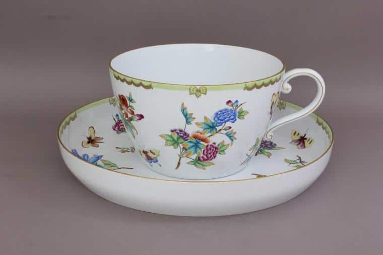 07645-0-91 VICTSP6 Giant Queen Victoria Cup and Saucer