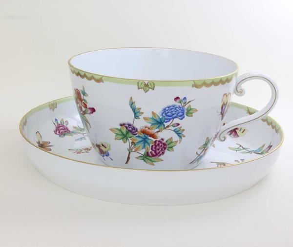 07645-0-91 Giant Teacup and Saucer - Queen Victoria