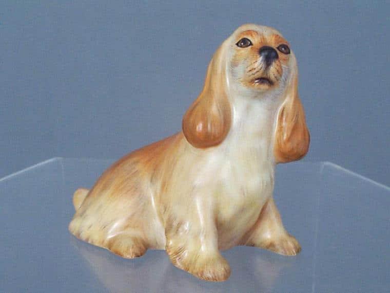 Spaniel, sitting figurine - Beige Matt Natural