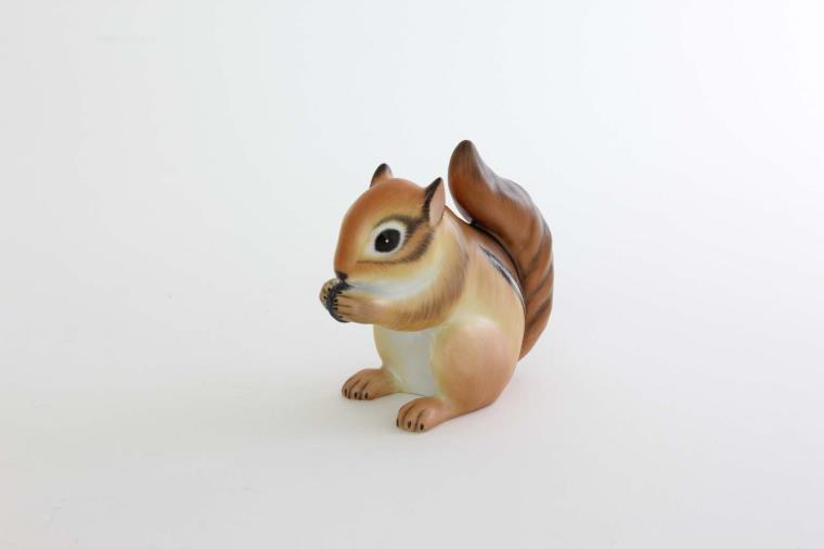 Baby Squirrel - Matt Natural Herend Baby Squirrel - with the realistic natural painting and matt finish. Perfect choice as a gift or for your collection!