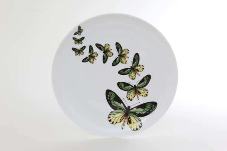 Butterflies on Herend porcelain! Not just any of them since Victoria butterflies painted with in-glaze decoration fly in wavy line on the Herend plate. Dreaming about butterflies means airiness and happiness according to the dream book and indicates that the person lives for today. It also symbolizes beauty with its decorated wings and the stages of its transformation and fluttering refers to the soul. Butterfly can renew in a large number of ways every time staying unique, exactly as Herend porcelain for nearly 200 years!