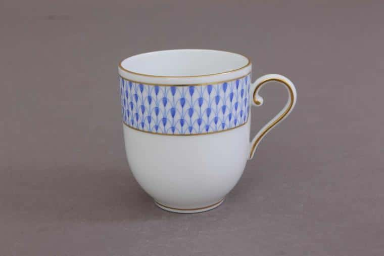 02709-2-00 VHNKB Coffee Cup and Saucer - Art Deco Fishnet Blue Herend's new decor decorated with classic Herend Fishnet's Art Decor version designed in 2019. The legend is reborn! Available in Dinner sets, tea sets and coffee sets.