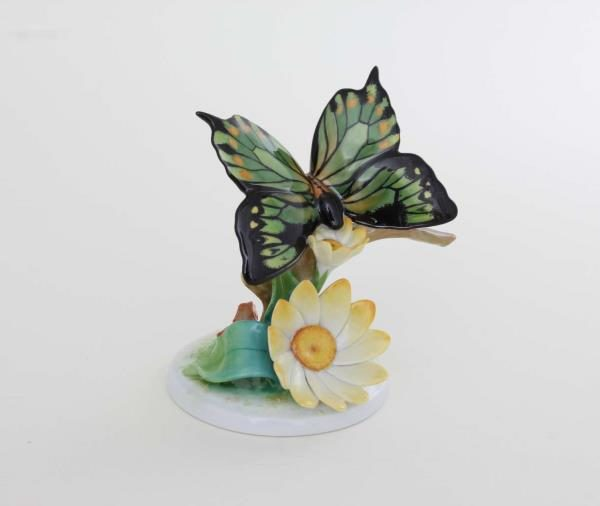 09306-0-00 CD3 Herend 2019 Butterfly Figurine on Flower