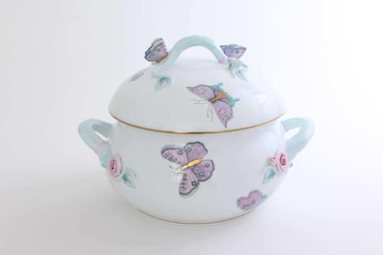 00023-0-17 EVICTP2 TheRoyal Garden Turquoise design is a modern variant of the classic Queen Victoria pattern. Designed for the Royal Wedding of Harry & Meghan Markle Royal Gardendesign painted withPeony flowers and Butterflies.