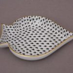 Spades Shape Plate - Fishnet Black New home decor of Fishnet Black - Perfect decoration or gift! Handpainted & crafter in Hungary. Also available in green, blue, pink, yellow, brown colour varations.07690-0-00 VHN