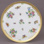 Large Round Tray Queen Victoria This round tray with 24k gold edge is available exclusively at Herend Canada. Hand-painted with the classic Queen Victoria decor Diameter: 15 inch (38 cm) 03169-0-00 VBO
