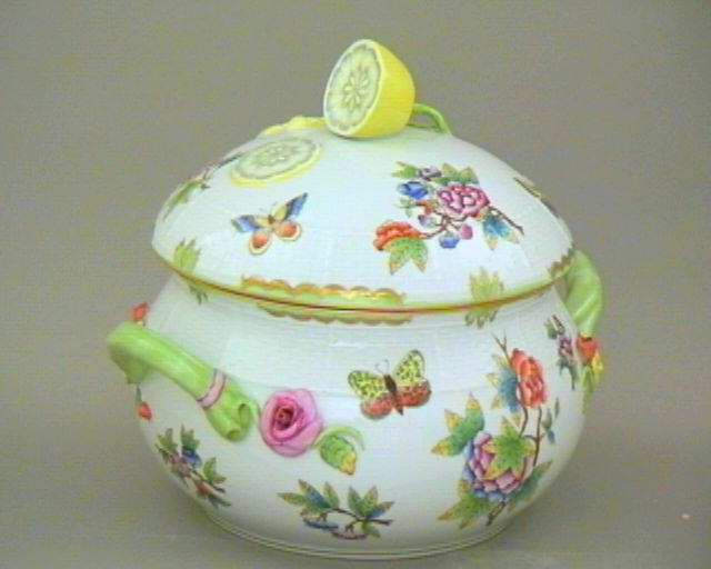 00023-0-03 VBO Soup Tureen Queen Victoria