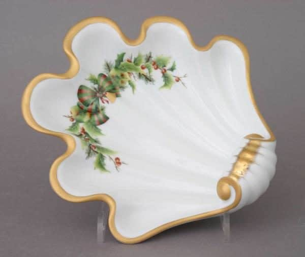 Shell - Christmas Noel 07521-FTNOEL Great gift for any occasion. Shell decor dish hand-painted with classic Herend decor with a modern twist