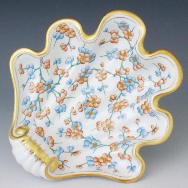 Shell - Cherry Blossom Masterpiece 07521-PFC Great gift for any occasion. Shell decor dish hand-painted with classic Herend decor with a modern twist